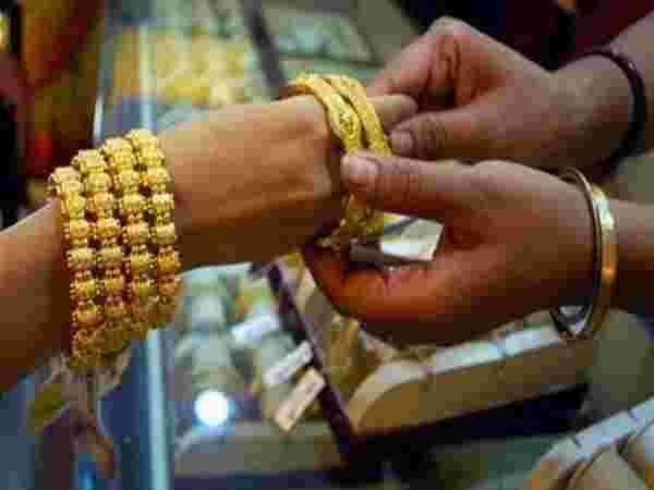 धनतेरस पर सोना खरीदने से पहले जानें उसके बारे में जरूरी बातें, नहीं तो हो सकता है भारी नुकसान