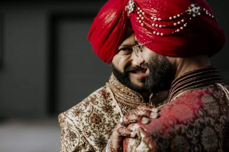अनोखी लव स्टोरी: सोशल मीडिया पर छाई इन 2 लड़को की शादी की तस्वीरें, देखें फोटो