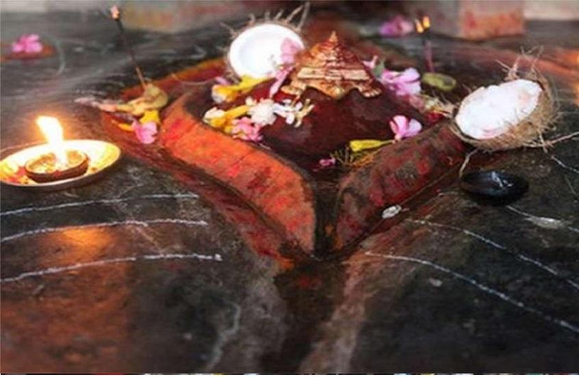 मुकेश अंबानी ने कामाख्या देवी मंदिर पर चढ़ाया 19 किलो सोना, सोने से सजेंगे गुंबद