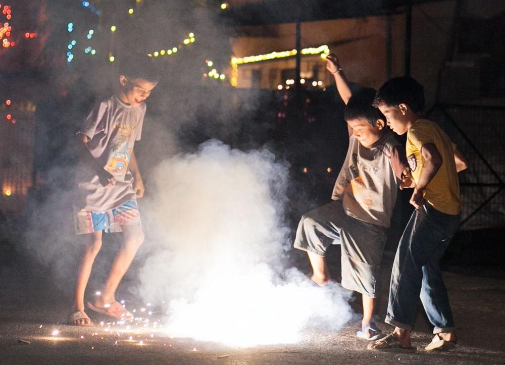 दीपावली पर हुई आतिशबाजी के कारण 1 साल कम हुई 68 करोड़ लोगों जिंदगी